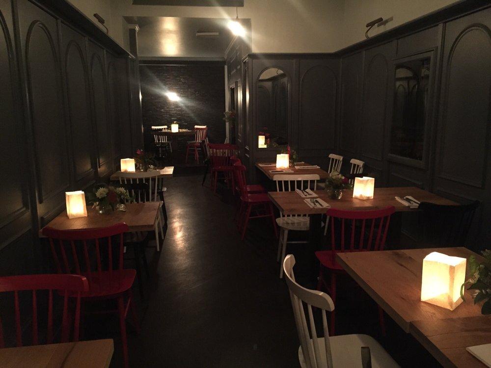 restaurant papa enj the roomstory. Black Bedroom Furniture Sets. Home Design Ideas